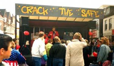 Winkelpromoties Crack the Safe In dit leuke winkelspel mag de consument proberen de kluis te kraken.