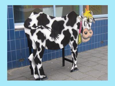 ls je deze koe melkt dan komt er geen gewone melk maar lekkere limonade uit.